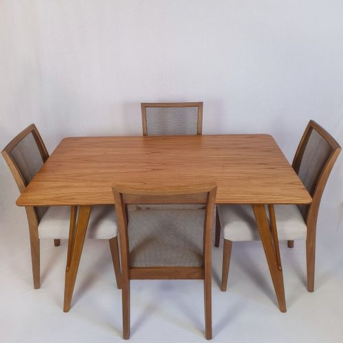 Conjunto Mesa Master 140x90cm + 4 Cadeiras Cady Lee